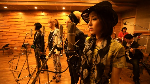 see-2ne1s-final-live-performance-of-lonely-in-acoustic-style_image