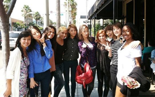 Wonder Girls Take a Photo with American Girl Group