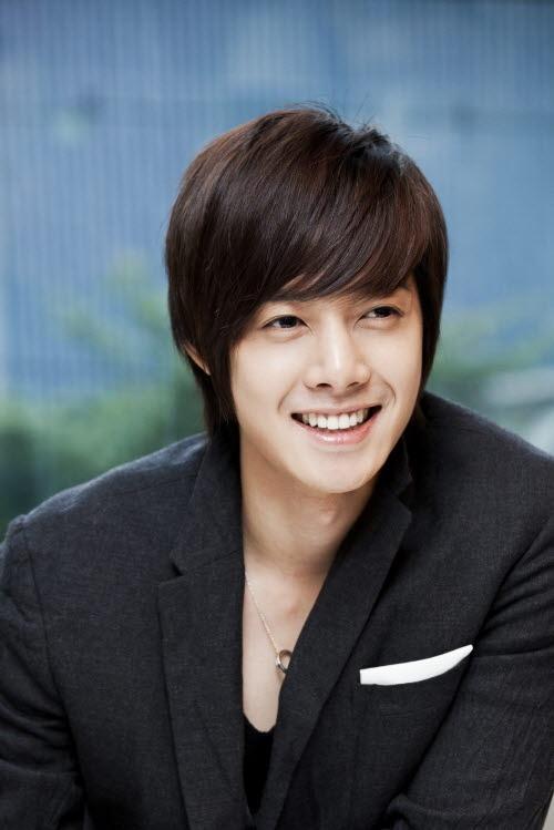 kim-hyun-joong-tells-older-fans-to-get-married-soon_image