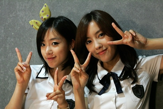 tara-eunjung-and-hyomins-cryptic-photo-with-two-directors_image