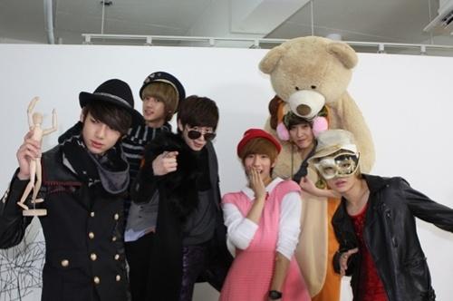 boyfriends-donghyun-dresses-maknae-minwoo-in-drag_image