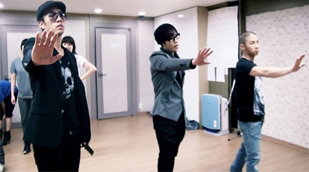 lee-hyun-to-do-a-hand-dance-for-although-you-said-so_image