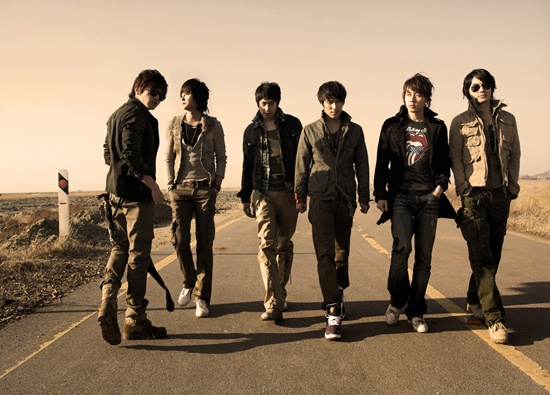 """Shinhwa Reminds Fans: """"We Keep Our Promise"""""""