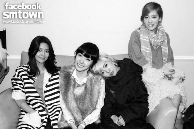 snsd-reveals-bts-photos-from-nyc-fan-signing-event_image
