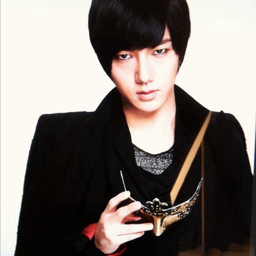 super-juniors-yesung-reveals-a-photo-of-himself-dressed-as-a-woman_image