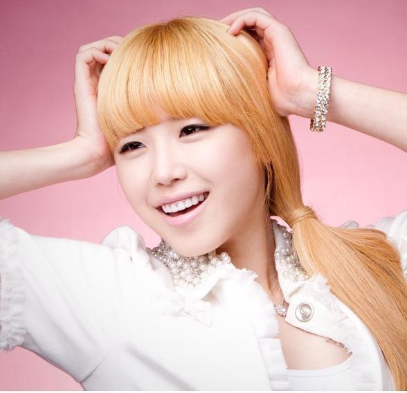 secret-jun-hyo-sungs-two-faces_image