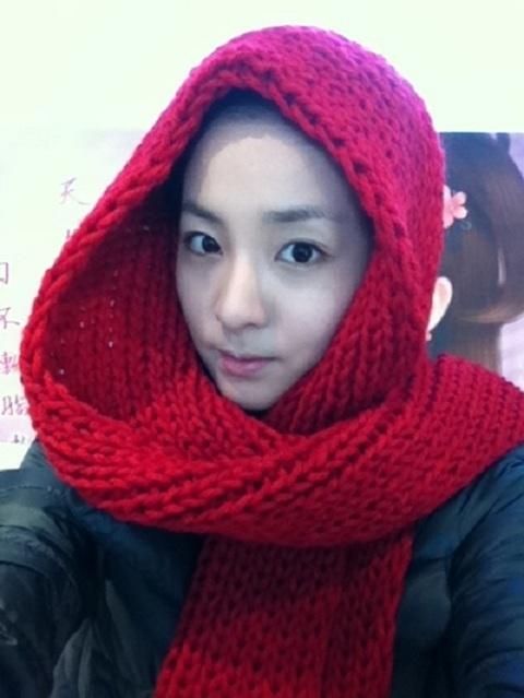 2NE1′s Sandara Park in a Scarf Knit by Minzy
