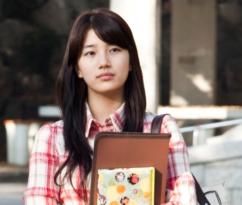 miss-a-suzy-with-or-without-makeup_image