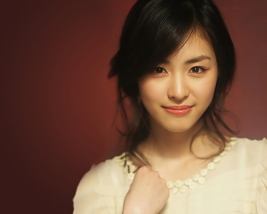 """""""Ghost"""" Lee Yeon Hee in School Uniform"""