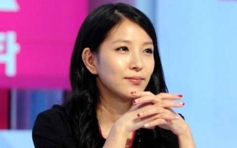BoA Clears Up Rumors About Ignoring LeeSsang Gil's Phone Calls