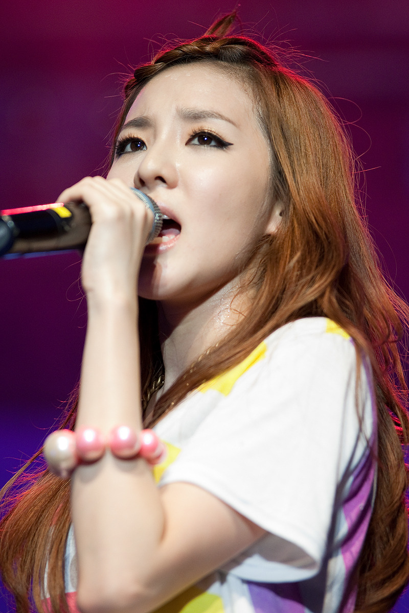 Sandara Park Gets Ready for 2NE1′s New Evolution Concert with Her Unconventional Hair Style