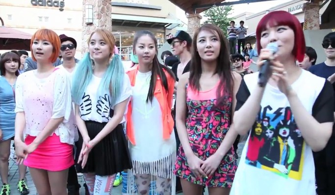 "Wonder Girls Share Footage from ""Like This"" Flashmob Event"