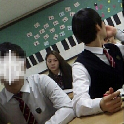 f(x)'s Krystal Looks Chic Even In a School Uniform