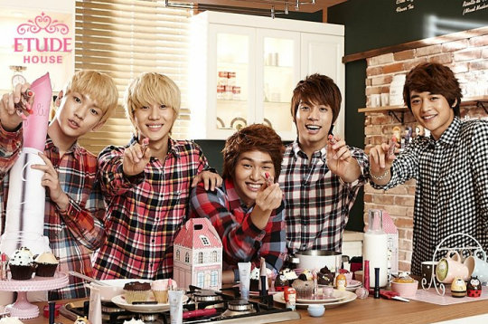 SHINee Etude House Models
