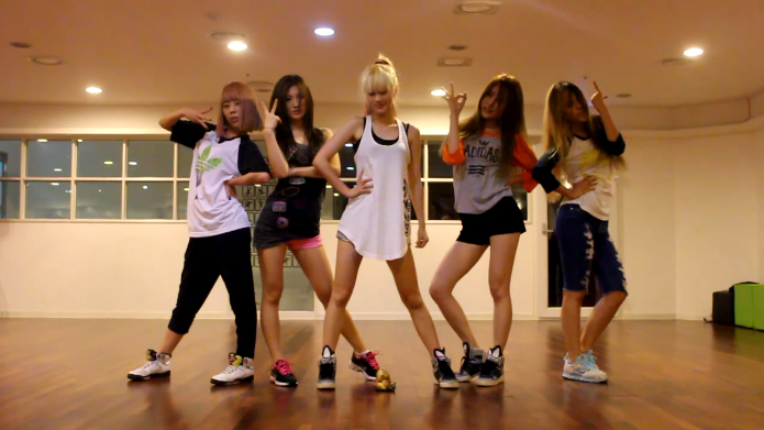 "Rookie Group EvoL Releases Dance Practice for ""We Are A Bit Different"""