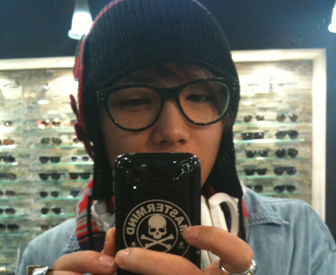 "FT Island's Hong Ki Posts Selca of His ""M! Countdown"" Manicure"