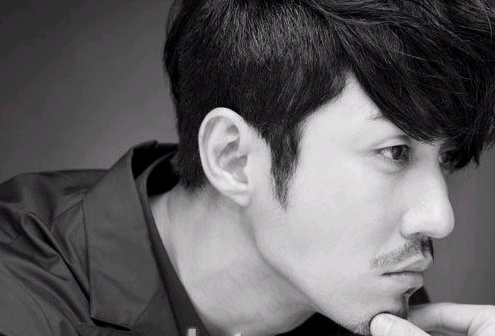 "Dark Brooding Cha Seung Won Sexily Leaps Through ""Esquire"" Pictorial"