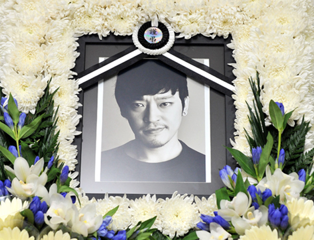 """""""God of War"""" Actor Seung Gyu Dies in Motorcycle Accident"""
