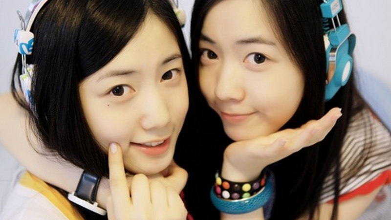 Former T-ara Member Hwayoung Snaps a Silly Selca with Twin Sister in Bed