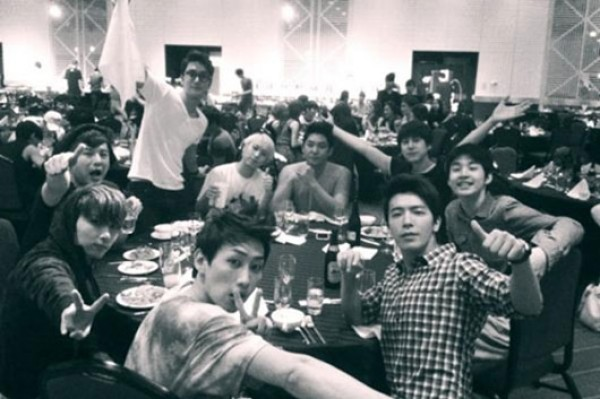 Donghae Shares Photo of Super Junior Following Tokyo Dome Concert