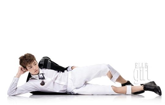 "Lee Hyun Woo's Modern Chic Charm in ""Elle Girl"" Magazine"