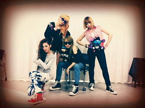 2NE1's Dara Gives a Close Up Shot of Park Bom's Beautiful Legs