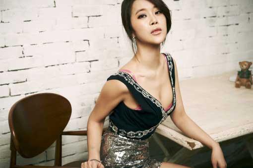 Baek Ji Young Has A Natural Look for Upcoming Album Jacket Photo