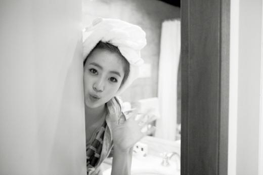 Hwayoung Deleted from T-ara's European Photo Album – Check out the Rest of the Photos Here!