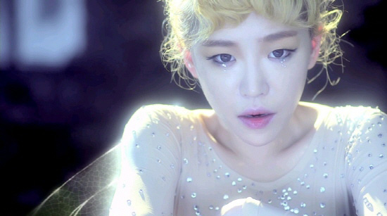 "Ga In Avoids Dark Eyeliner As ""Innocent Tinkerbell"" In Video Teaser"