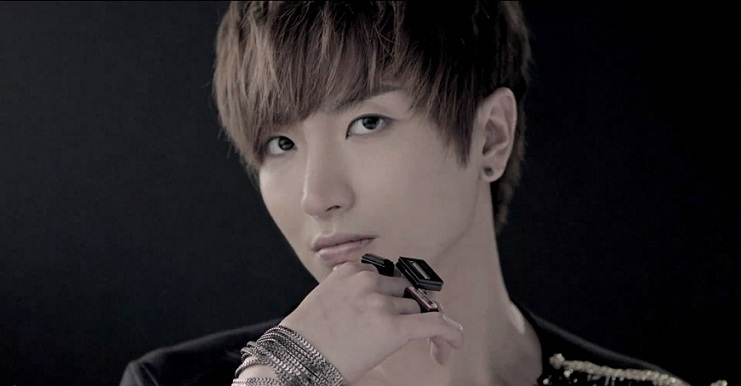 Super Junior's Lee Teuk Announces Enlistment Date