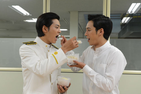 """Bridal Mask"" Stars Joo Won and Park Ki Woong Bring the Bromance on Twitter"