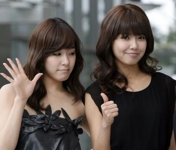 Girls' Generation members Tiffany and Sooyoung Look Like Dolls in Selca