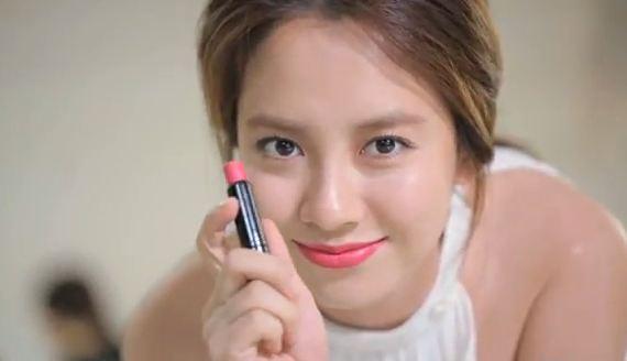 Song Ji Hyo Blows Kisses for Bobbi Brown CF