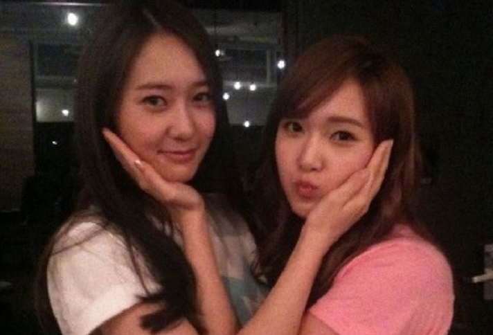 Girls' Generation's Jessica and f(x)'s Krystal Pose for the Camera