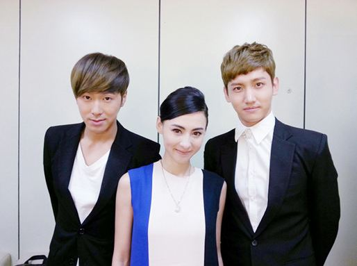 "DBSK Snaps Photo with Cecilia Cheung after Filming of ""Gag Concert"""