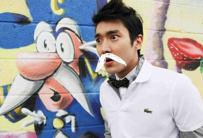 Super Junior member Siwon Tells DBSK to Catch Him