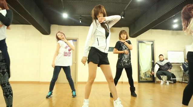 "Son Dam Bi Releases Dance Practice for ""Dripping Tears"""