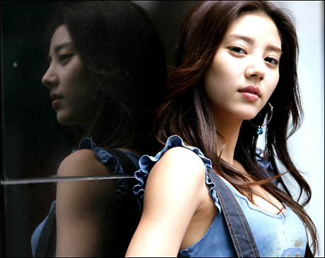 Som Dam Bi Talks about Pressure She Felt after Successful Debut