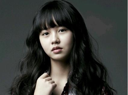 """Child Actress Kim So Hyun Reunites with """"Rooftop Prince"""" Co-Star Park Yoo Chun"""