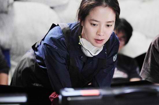 Song Ji Hyo and Park Yoo Chun's Friendly Encouragements