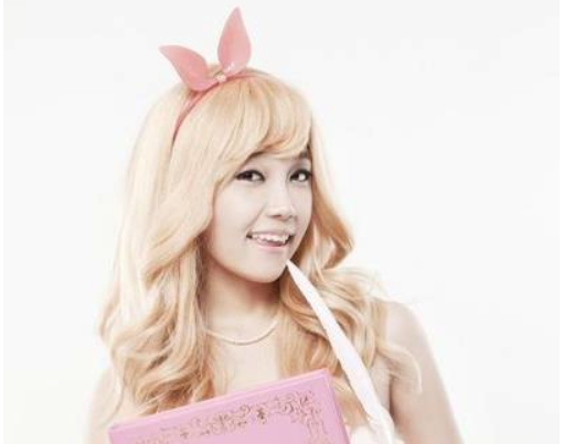 APink's Jung Eun Ji's Blond Selca