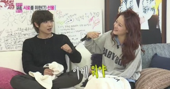 Lee Joon Gifts Oh Yeon Seo with Handcuffs