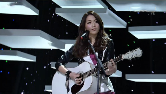 "Kara's Kang Jiyoung Makes Her Solo Debut Performance on Inkigayo With ""Wanna Do"""