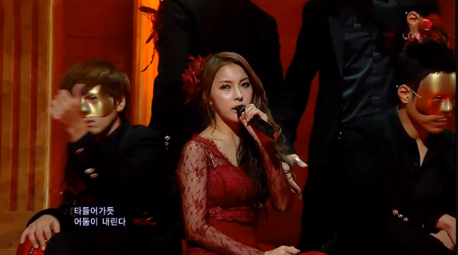"Kara's Gyuri Makes Her Solo Debut Performance on Inkigayo with ""Daydream"""