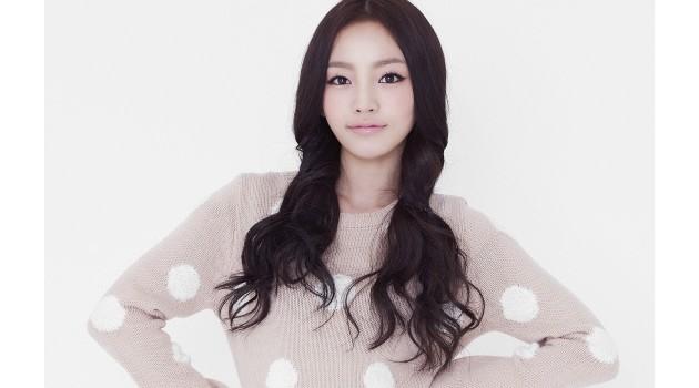 """KARA's Hara Promotes """"First Time"""" Soju on Twitter Since CF Ban"""