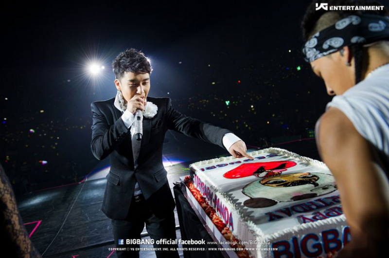 Happy Birthday, Seungri! 22 Photos to Celebrate Maknae's B-Day!