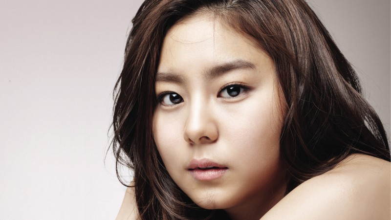 "After School's UEE Shares Her Portrait Drawn By ""Jeon Woo Chi"" Co-Star Lee Hee Joon"