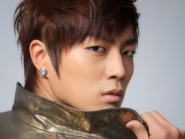"BEAST's Yoon Doo Joon Claims, ""I Will Never Be In A Public Relationship"""