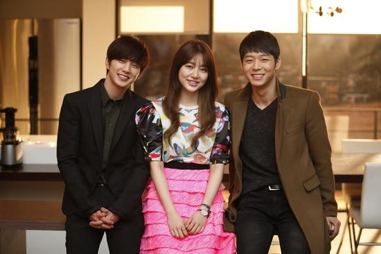 "Yoo Seung Ho Apologizes After Praising Himself as ""CG Man"""