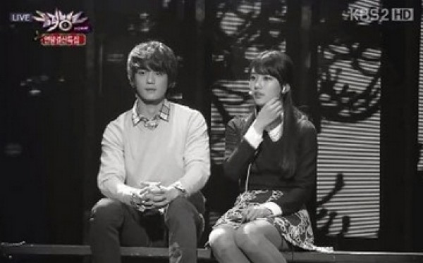 "Suzy Reenacts ""Architecture 101"" Scene with Minho on Music Bank"